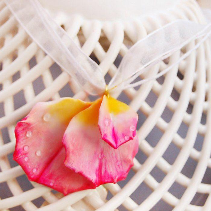 Flower Pendant Necklace | Oriflowers