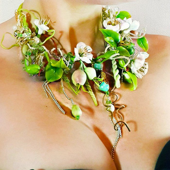Green Statement Necklace | Oriflowers