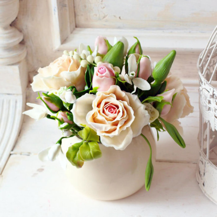 Housewarming Gift Idea - Roses In Vase 1 | Oriflowers