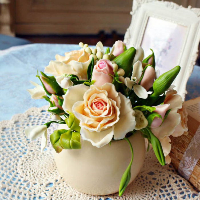 Housewarming Gift Idea - Roses In Vase 3 | Oriflowers