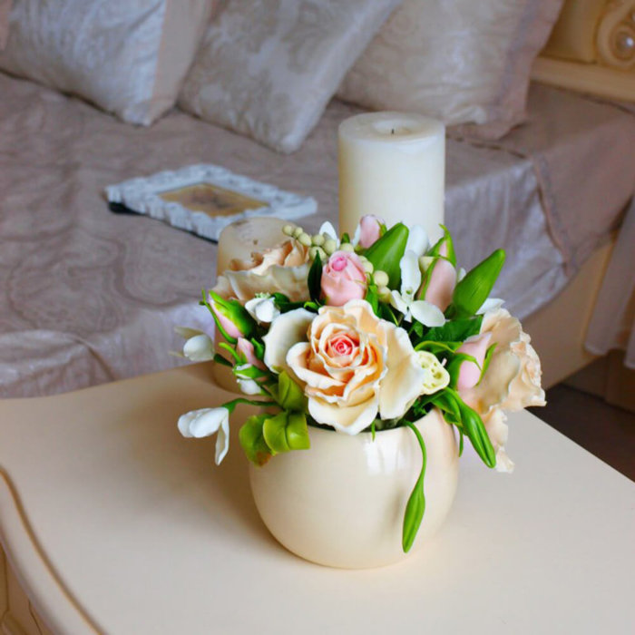 Housewarming Gift Idea - Roses In Vase | Oriflowers