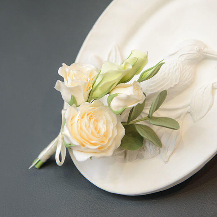 White Rose Boutonniere 1 | Oriflowers