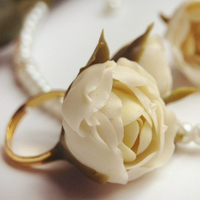 White Flower Ring | Oriflowers